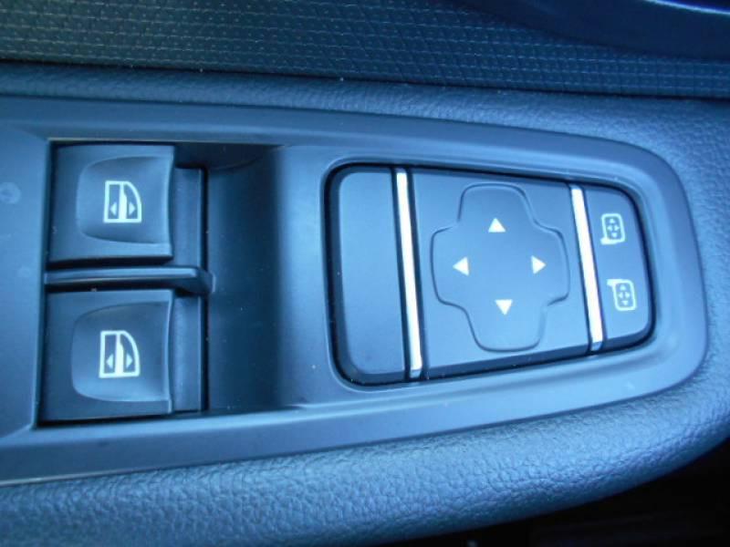Renault Clio IV BUSINESS dCi 90 Energy eco2 82g Blanc occasion à Sainte-Bazeille - photo n°12