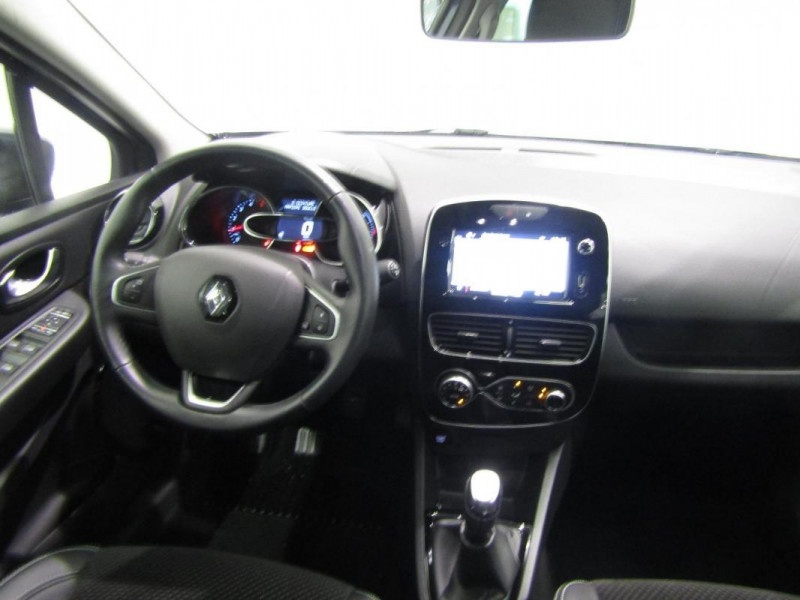 Renault Clio IV dCi 90 E6C Intens Gris occasion à PONTIVY - photo n°5