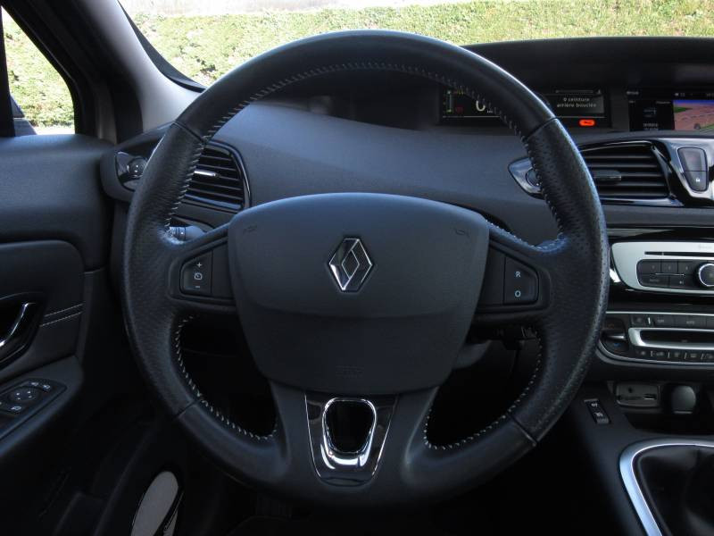 Renault Grand Scenic III TCe 130 Energy Bose Edition 7 pl Beige occasion à Périgueux - photo n°12