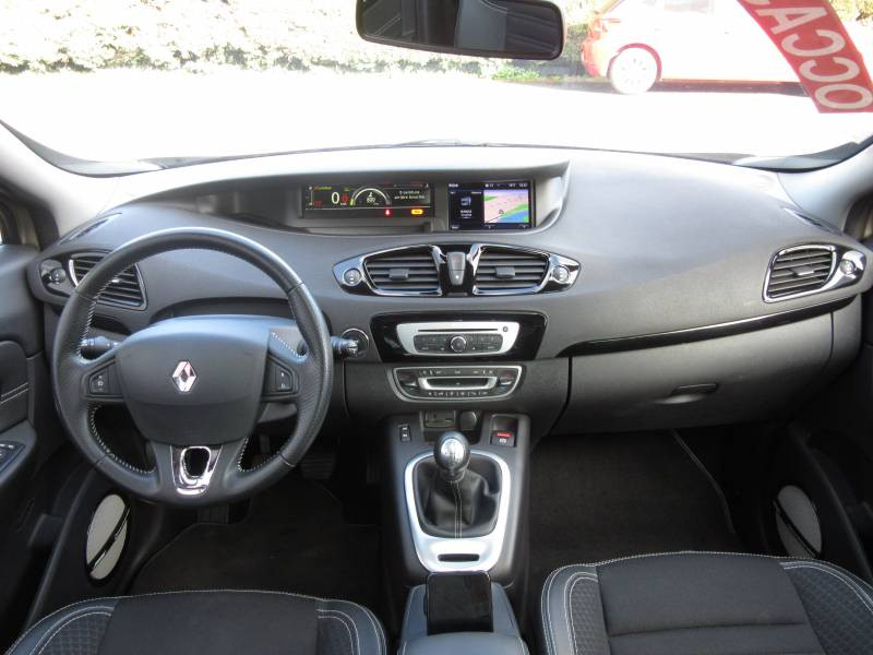 Renault Grand Scenic III TCe 130 Energy Bose Edition 7 pl Beige occasion à Périgueux - photo n°11