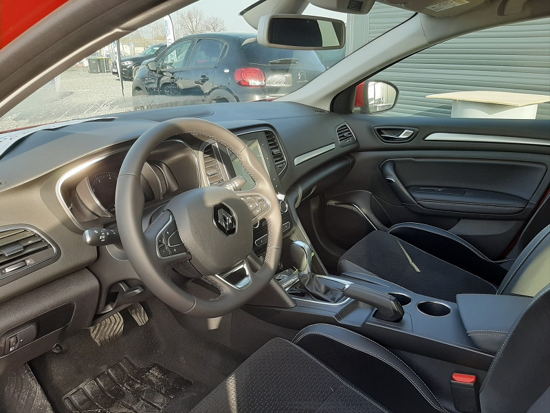 Renault Megane IV 1.3 TCE 140CH FAP INTENS EDC Rouge occasion à Serres-Castet - photo n°7
