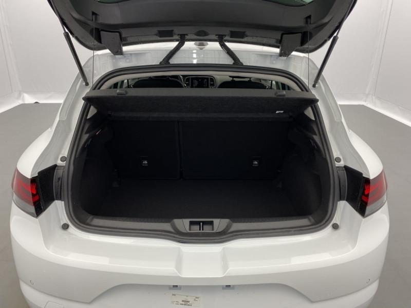 Renault Megane IV TCE 140 EDC FAP ZEN Blanc occasion à SAINT-GREGOIRE - photo n°9