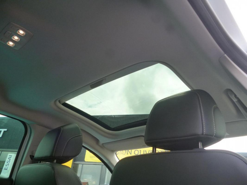 Renault Megane IV BERLINE TCe 140 EDC FAP Intens Blanc occasion à BAYEUX - photo n°10