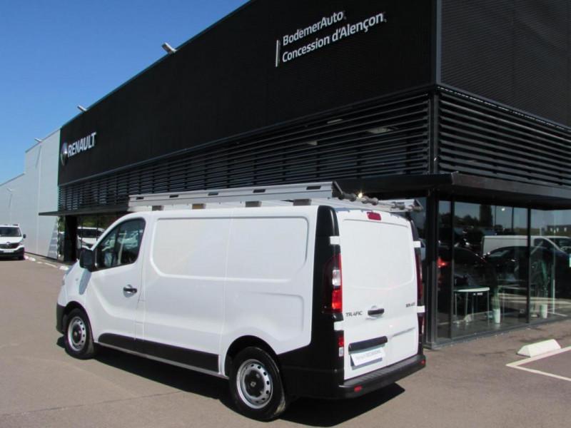 Renault Trafic FOURGON FGN L1H1 1000 KG DCI 95 E6 Blanc occasion à VALFRAMBERT - photo n°2