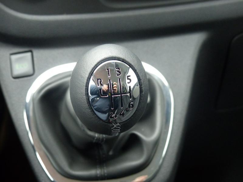 Renault Trafic L2H1 1200 2.0 dCi 120ch Cabine Approfondie Grand Confort E6 Blanc occasion à Aurillac - photo n°14