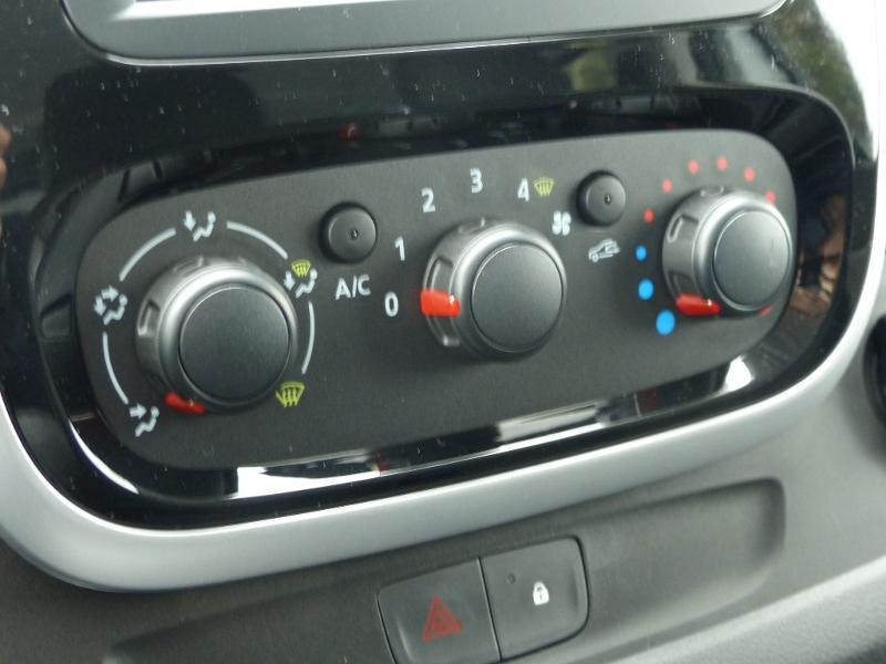 Renault Trafic L2H1 1200 2.0 dCi 120ch Cabine Approfondie Grand Confort E6 Blanc occasion à Aurillac - photo n°13