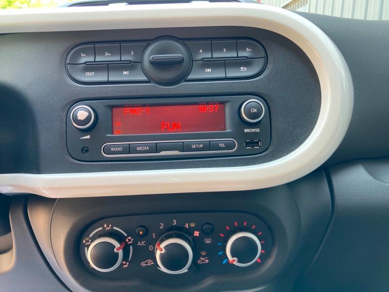 Renault Twingo 1.0 SCe 70ch Intens Boîte Courte Euro6 Bleu occasion à Saint-Doulchard - photo n°17