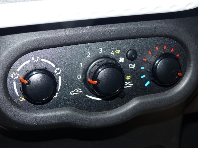 Renault Twingo 1.0 SCe 70ch Life 2 Boîte Courte Euro6 Blanc occasion à Albi - photo n°12