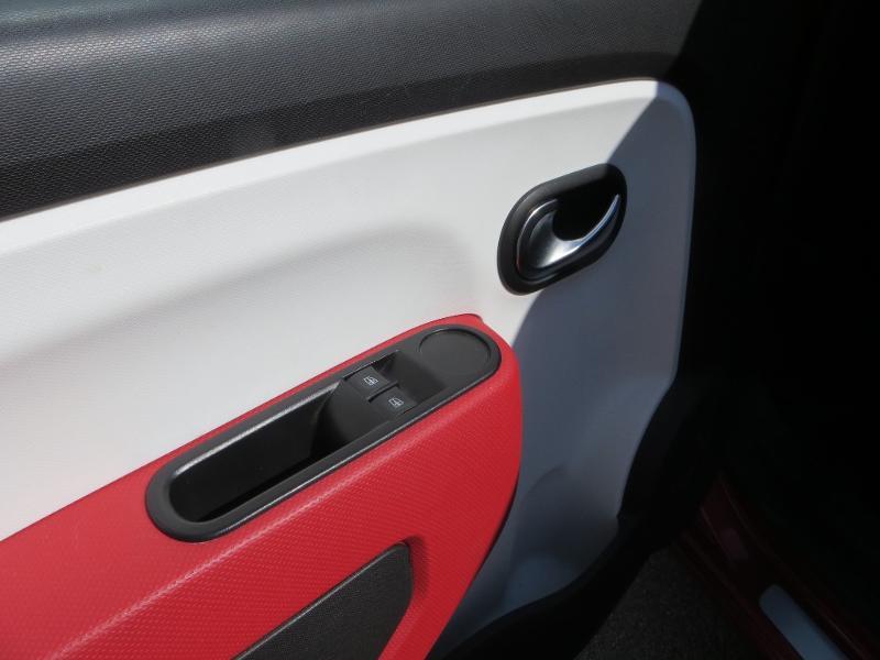 Renault Twingo 1.0 SCe 70ch Stop&Start Limited 2017 eco² Rouge occasion à La Roche-sur-Yon - photo n°13