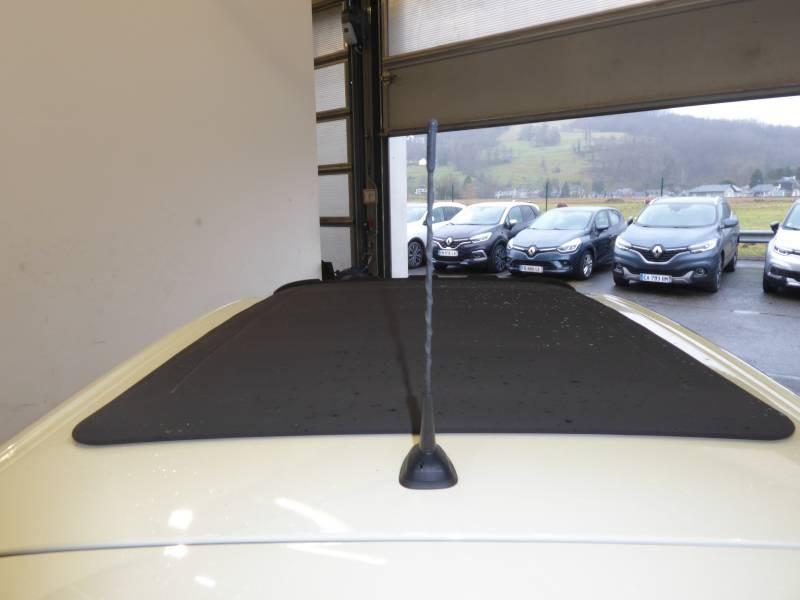 Renault Twingo II 1.5 dCi 75 eco2 Summertime Jaune occasion à Lourdes - photo n°9