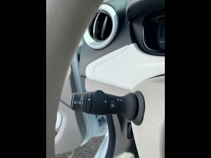 Renault Zoe Life charge normale R75 Blanc occasion à Albi - photo n°19