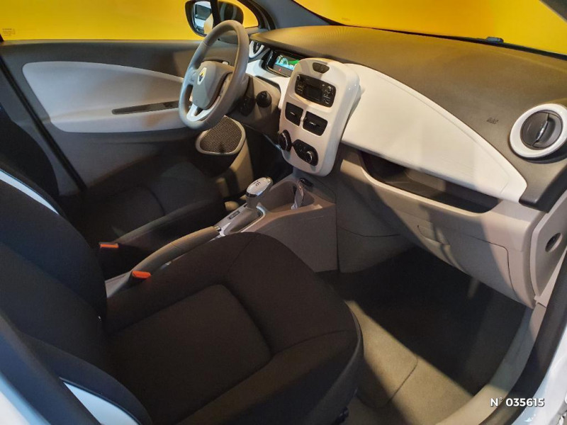 Renault Zoe Life charge normale R75 Blanc occasion à Saint-Maximin - photo n°4