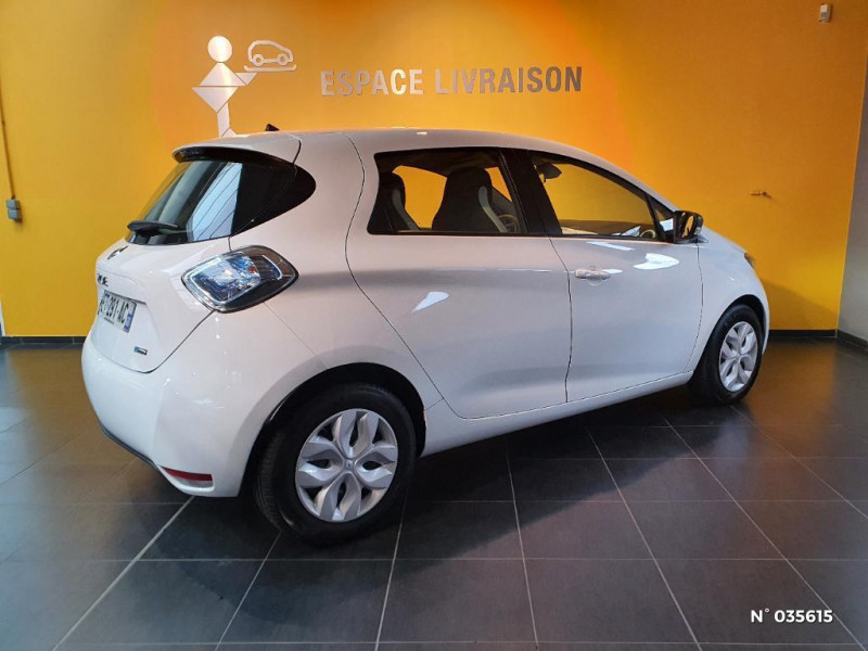 Renault Zoe Life charge normale R75 Blanc occasion à Saint-Maximin - photo n°6