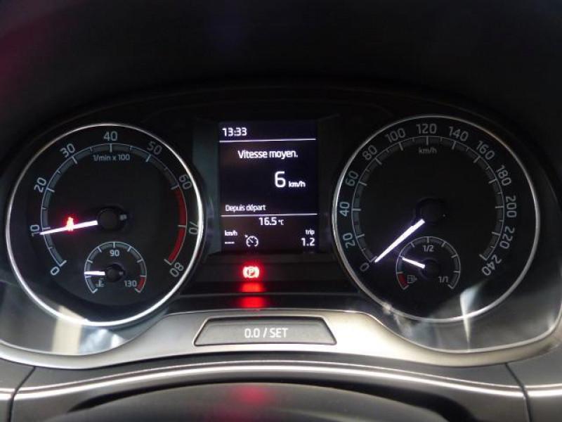 Skoda Fabia 1.0 MPI 60 ch BVM5 Drive 125 ans Rouge occasion à MORLAIX - photo n°11