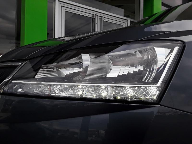 Skoda Fabia 1.0 TSI 110ch Drive 125 ans Euro6dT Gris occasion à LESCAR - photo n°11