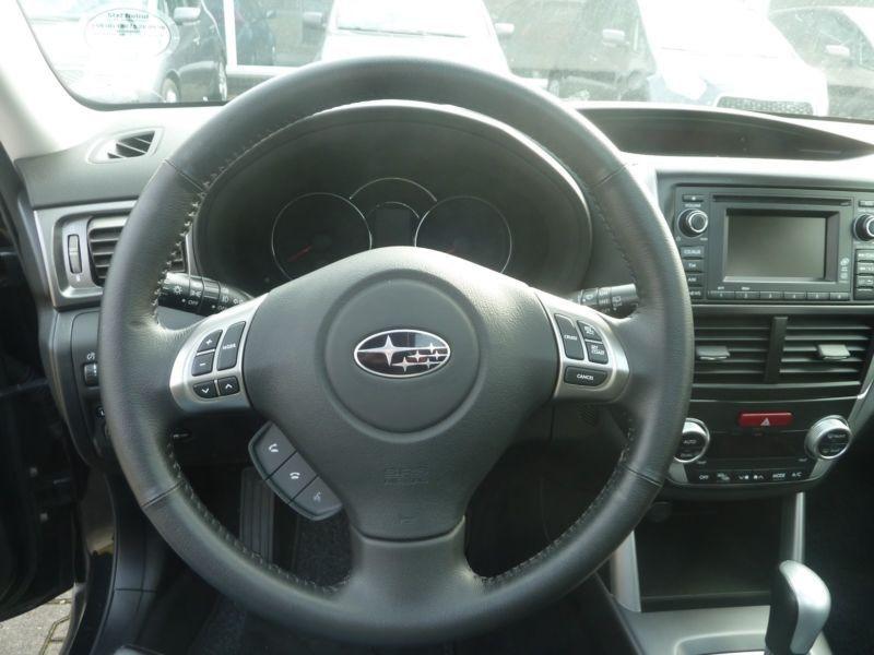 Subaru Forester 2.0 i Noir occasion à Beaupuy - photo n°5
