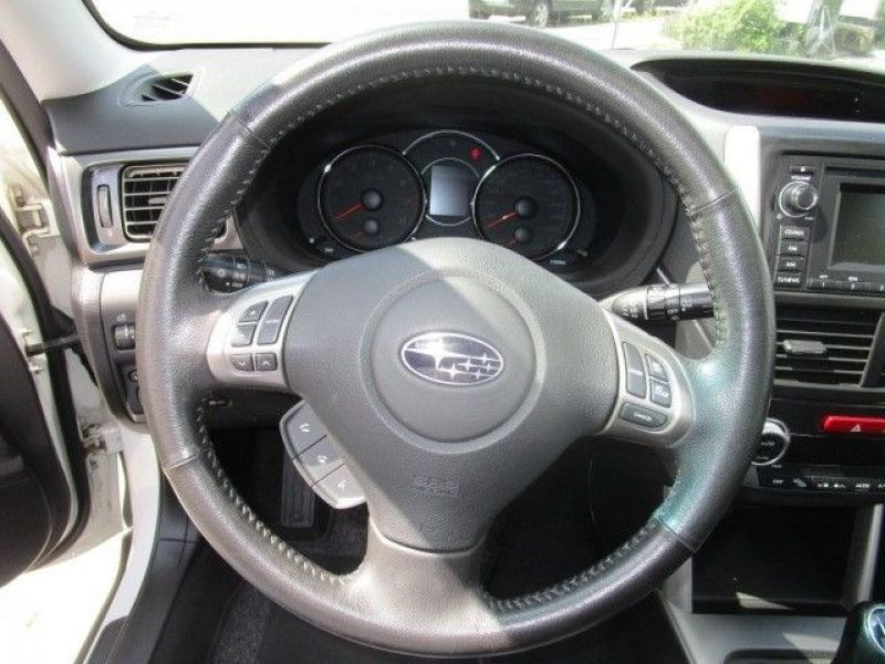 Subaru Forester 2.0 i Blanc occasion à Beaupuy - photo n°6