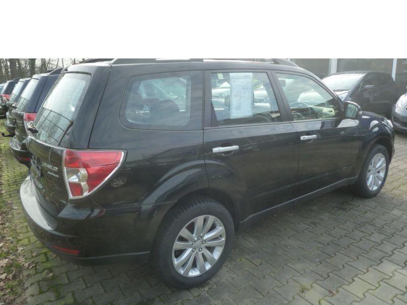 Subaru Forester 2.0 i Noir occasion à Beaupuy - photo n°3