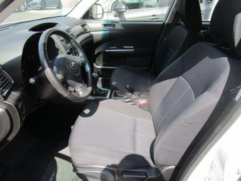 Subaru Forester 2.0 i Blanc occasion à Beaupuy - photo n°4