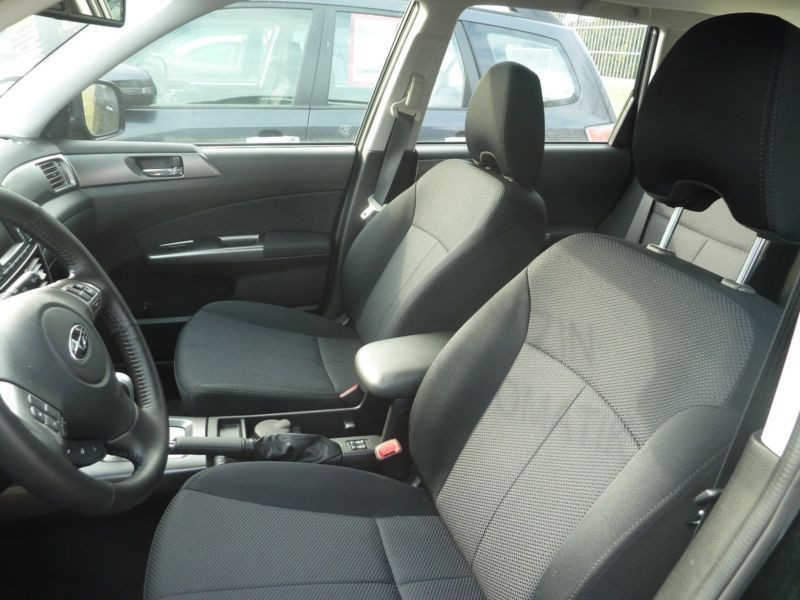 Subaru Forester 2.0 i Noir occasion à Beaupuy - photo n°4