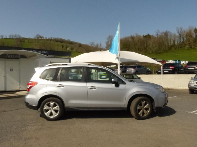 Subaru Forester 2.0i 150 Premium Lineartronic Gris occasion à Aurillac - photo n°6