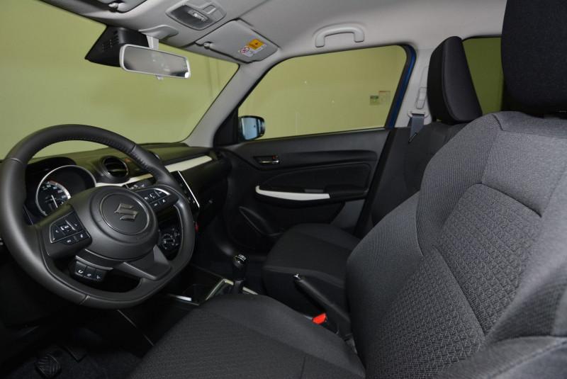 Suzuki Swift 1.2 DUALJET HYBRID 83CH PRIVILEGE Bleu occasion à Quimper - photo n°3