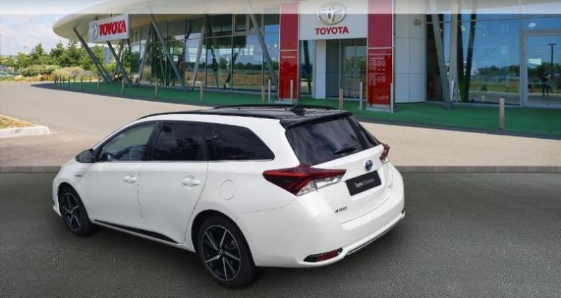 Toyota Auris Touring Sports HSD 136h Collection Blanc occasion à Tours - photo n°2