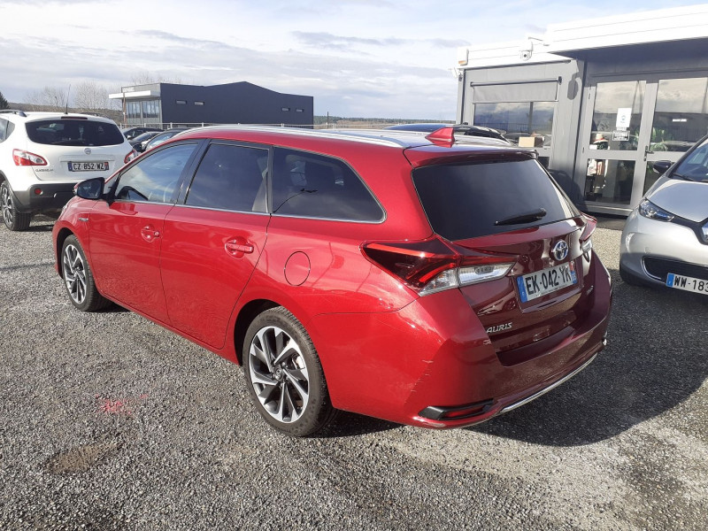 Toyota Auris Touring Sports HSD 136H DESIGN BUSINESS Rouge occasion à Ibos - photo n°4
