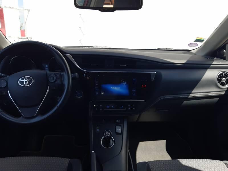 Toyota Auris Touring Sports TOURING SPORTS RC18 Hybride 136h Collection Rouge occasion à Brive-la-Gaillarde - photo n°6
