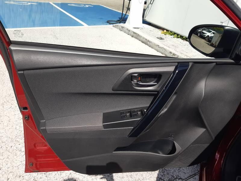 Toyota Auris Touring Sports TOURING SPORTS RC18 Hybride 136h Collection Rouge occasion à Brive-la-Gaillarde - photo n°8