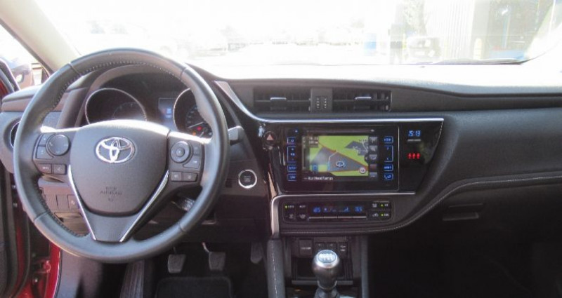 Toyota Auris 112 D-4D Executive Rouge occasion à Saint Parres Aux Tertres - photo n°7