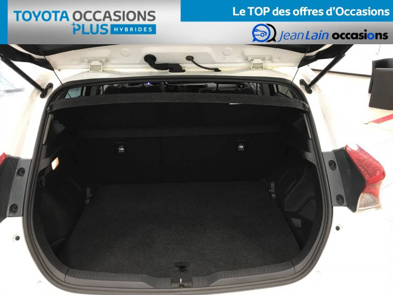 Toyota Auris Auris Hybride 136h Design 5p Blanc occasion à Bellegarde-sur-Valserine - photo n°10