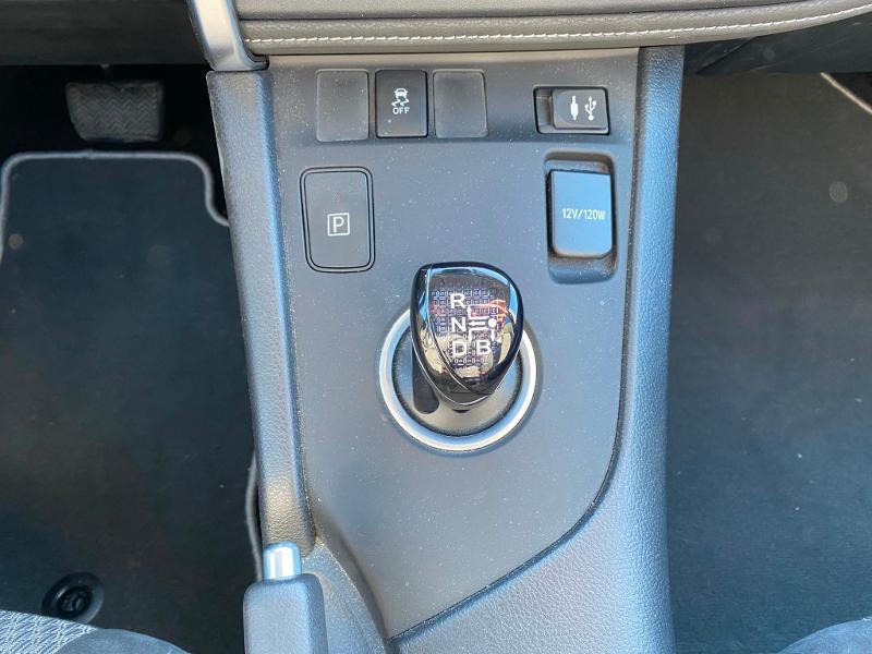 Toyota Auris HSD 136h Collection Gris occasion à Barberey-Saint-Sulpice - photo n°8