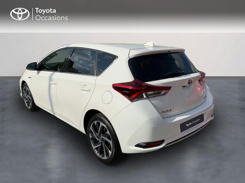 Toyota Auris HSD 136h Design RC18 Blanc occasion à Pluneret - photo n°2