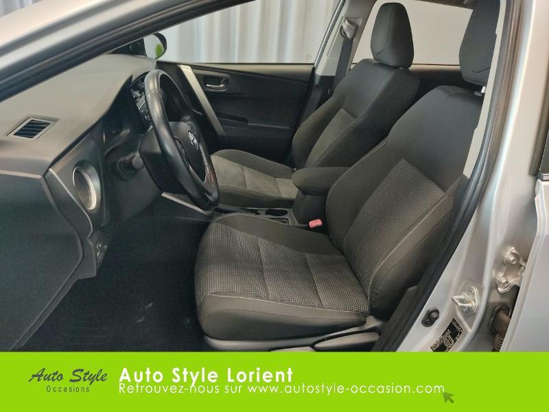 Toyota Auris HSD 136h Dynamic 15 5p Gris occasion à LANESTER - photo n°11
