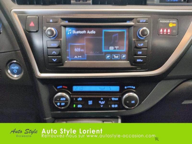 Toyota Auris HSD 136h Dynamic 15 5p Gris occasion à LANESTER - photo n°8