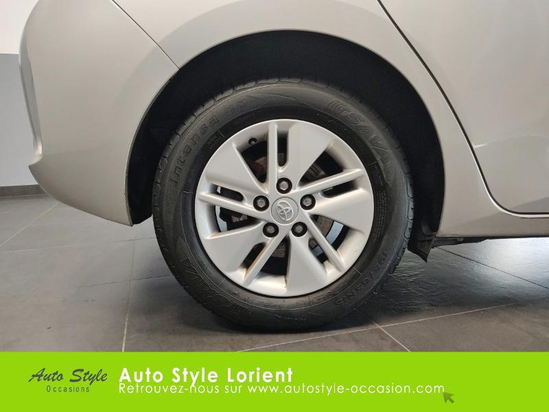 Toyota Auris HSD 136h Dynamic 15 5p Gris occasion à LANESTER - photo n°16