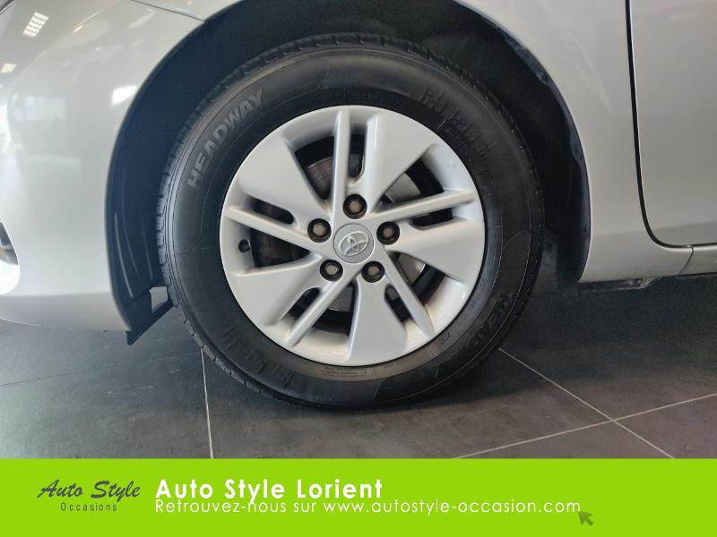 Toyota Auris HSD 136h Dynamic 15 5p Gris occasion à LANESTER - photo n°14