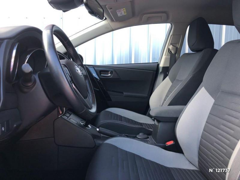 Toyota Auris HSD 136h TechnoLine RC18 Gris occasion à Saint-Maximin - photo n°17