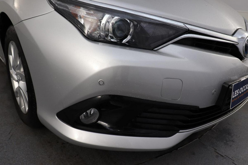 Toyota Auris HYBRIDE 136 CH COLLECTION Gris occasion à Tourville-la-Rivière - photo n°8