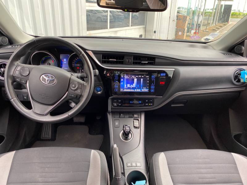 Toyota Auris Hybride 136h Dynamic Gris occasion à Libourne - photo n°8