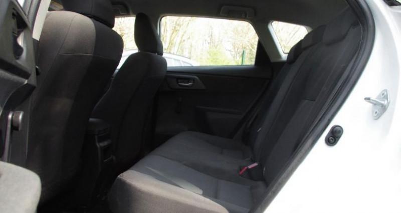 Toyota Auris II (2) HYBRIDE 136H TENDANCE BUSINESS Blanc occasion à Chambourcy - photo n°4