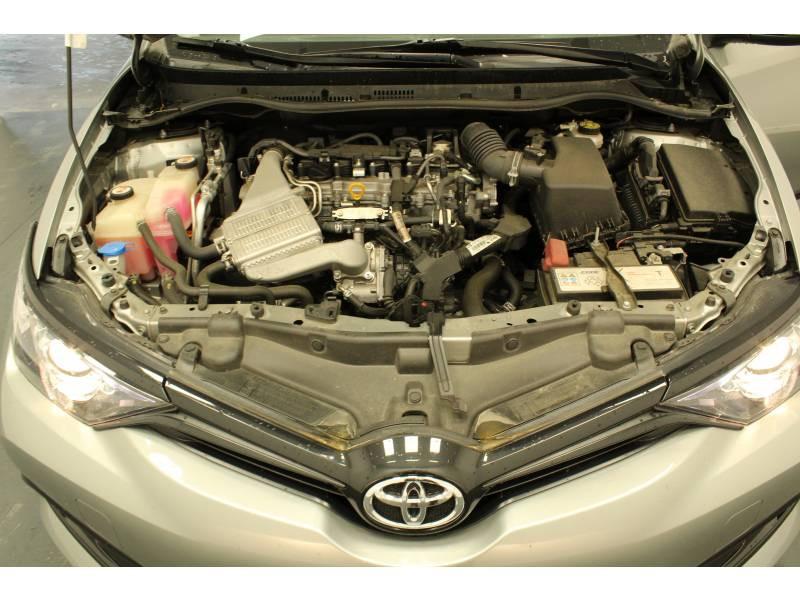 Toyota Auris MY17 1.2T Collection Gris occasion à Saint Pierre du Mont - photo n°15
