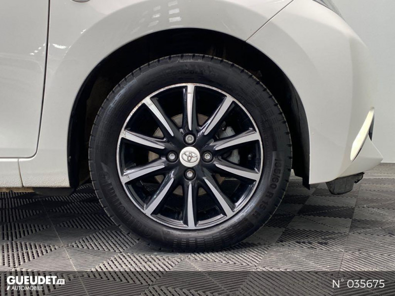 Toyota Aygo 1.0 VVT-i 69ch Rising Star x-shift 5p Blanc occasion à Abbeville - photo n°9