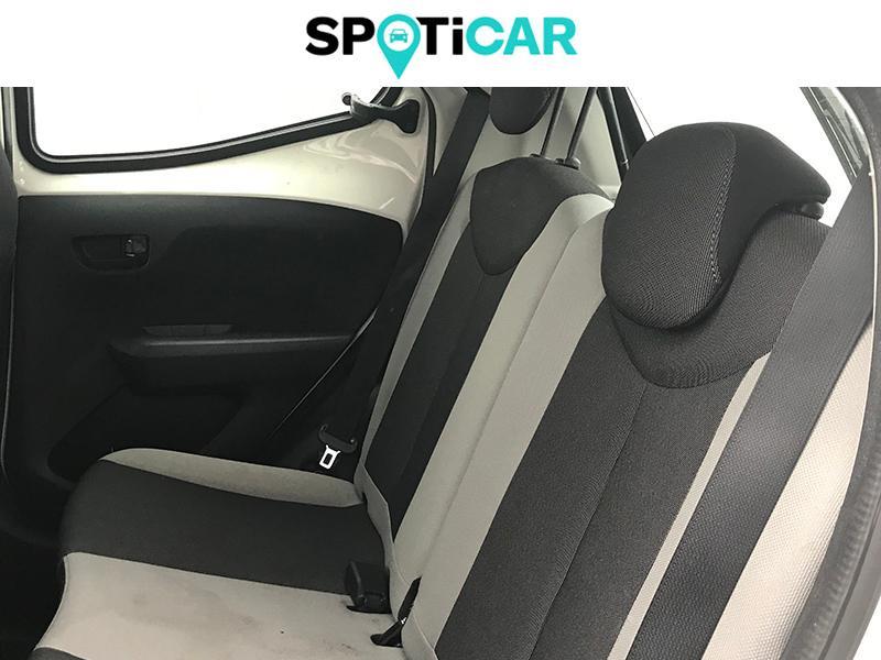 Toyota Aygo 1.0 VVT-i 69ch Stop&Start x-play 5p Blanc occasion à Lescar - photo n°9