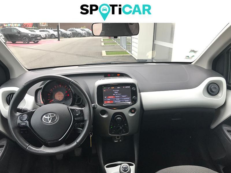 Toyota Aygo 1.0 VVT-i 69ch Stop&Start x-play 5p Blanc occasion à Lescar - photo n°7