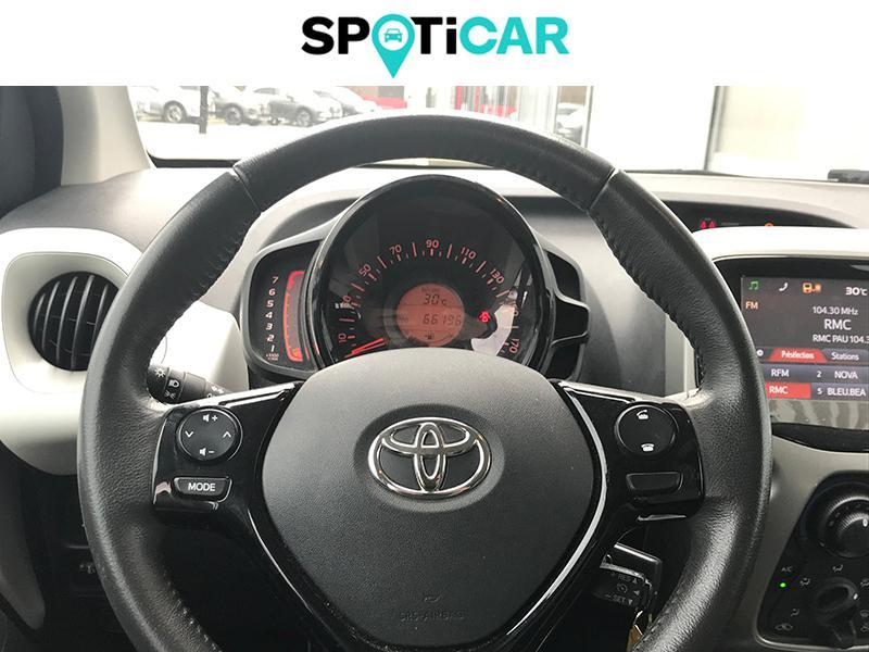 Toyota Aygo 1.0 VVT-i 69ch Stop&Start x-play 5p Blanc occasion à Lescar - photo n°14