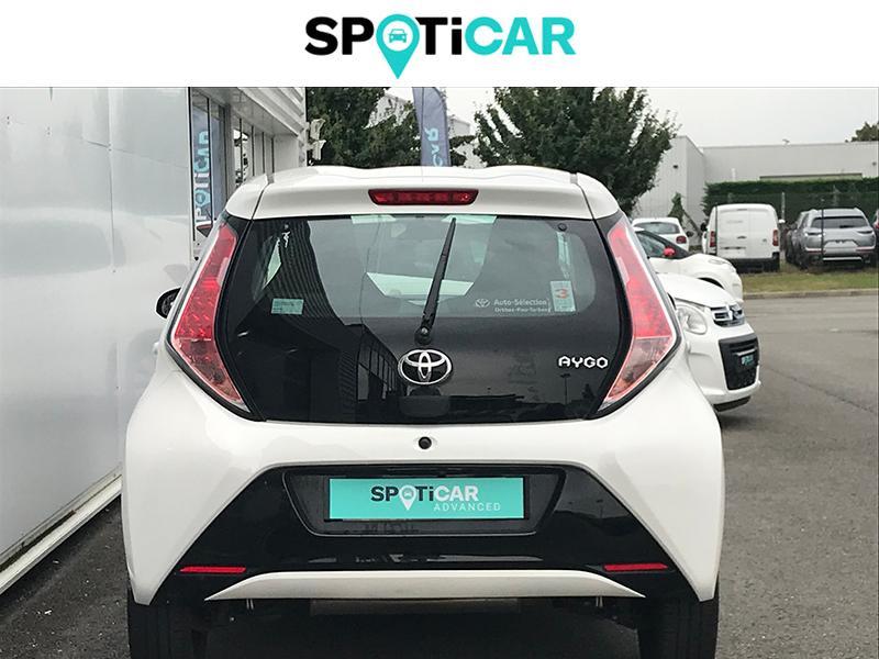 Toyota Aygo 1.0 VVT-i 69ch Stop&Start x-play 5p Blanc occasion à Lescar - photo n°4