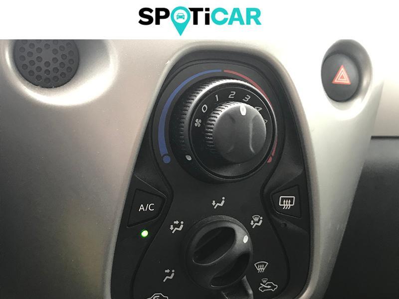 Toyota Aygo 1.0 VVT-i 69ch Stop&Start x-play 5p Blanc occasion à Lescar - photo n°12