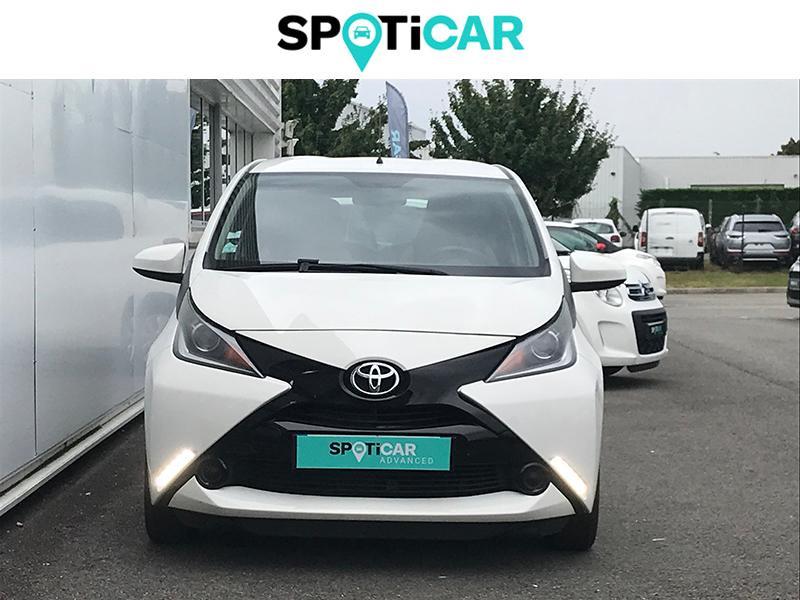 Toyota Aygo 1.0 VVT-i 69ch Stop&Start x-play 5p Blanc occasion à Lescar - photo n°2